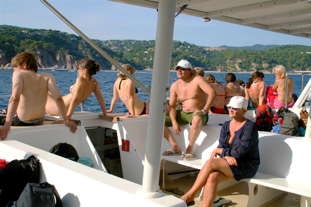 salida-compartida-en-catamaran-costa-brava-1
