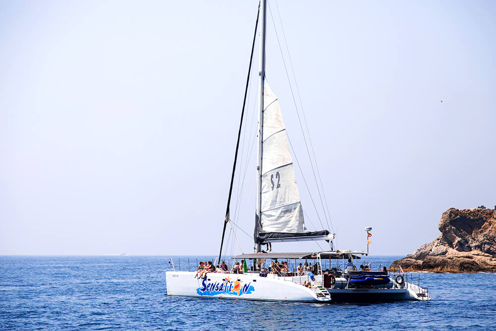 salida-compartida-en-catamaran-costa-brava-7